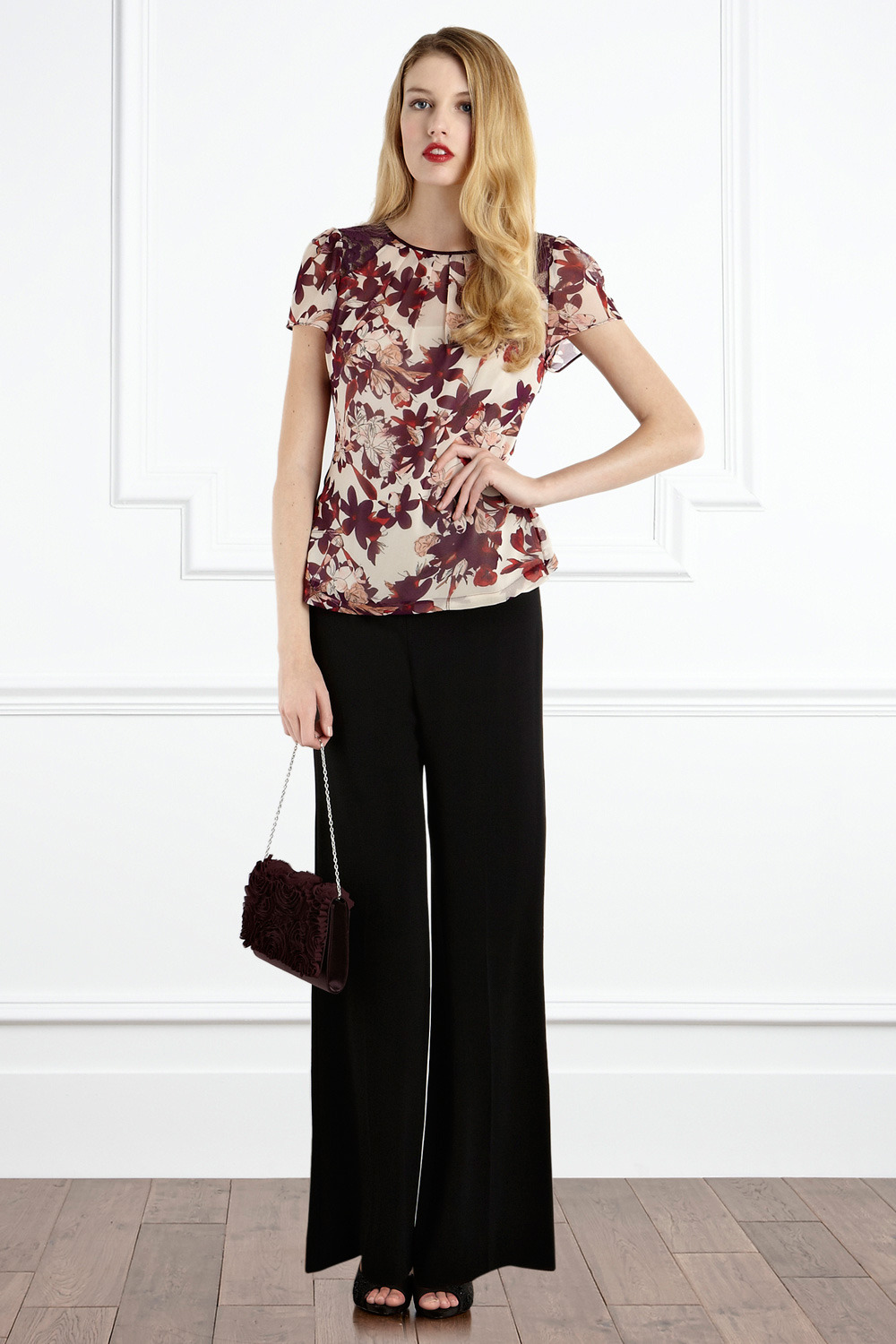 Gwenn Blouse Ss - neckline: round neck; pattern: heavily patterned, floral - busy, florals, patterned/print; style: blouse; occasions: evening, work; length: standard; trends: red, prints; fibres: polyester/polyamide - 100%; fit: tailored/fitted; back detail: keyhole/peephole detail at back; predominant colour: multicoloured; sleeve length: short sleeve; sleeve style: standard; pattern type: fabric; pattern size: big &amp; busy