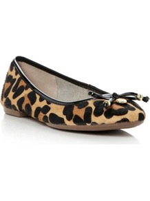 Leopard Pony Monica Leopard Pony Ballerina - secondary colour: camel; predominant colour: black; occasions: casual; material: animal skin; heel height: flat; toe: round toe; style: ballerinas / pumps; finish: plain; pattern: animal print; embellishment: bow
