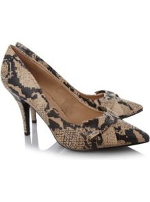 Snake Point Toe Heels Wheat - predominant colour: nude; occasions: evening, work, occasion; material: faux leather; heel height: high; heel: stiletto; toe: pointed toe; style: courts; finish: plain; pattern: animal print; embellishment: bow