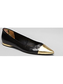 Pointed Toe Cap Toe Flats Seliq - secondary colour: gold; predominant colour: black; occasions: casual, evening, work; material: leather; heel height: flat; toe: pointed toe; style: ballerinas / pumps; trends: metallics; finish: plain; pattern: colourblock; embellishment: toe cap