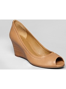 Peep Toe Wedge Pumps Eddie - predominant colour: camel; occasions: casual, evening, work; material: leather; heel height: mid; heel: wedge; toe: open toe/peeptoe; style: courts; finish: plain; pattern: plain
