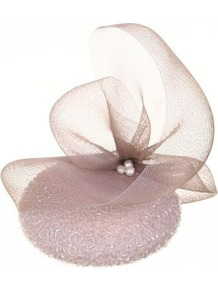 Kate - predominant colour: blush; occasions: evening, occasion; type of pattern: standard; style: fascinator; size: small; material: sinamay; embellishment: pearls; pattern: plain