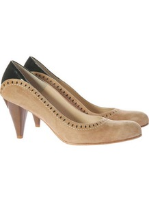 Heels - predominant colour: camel; secondary colour: black; occasions: evening, work; material: leather; heel height: mid; heel: cone; toe: round toe; style: courts; finish: plain; pattern: colourblock