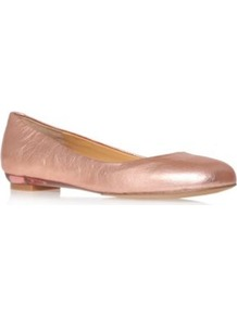 Guzzler - predominant colour: gold; occasions: casual, work; material: leather; heel height: flat; toe: round toe; style: ballerinas / pumps; trends: metallics; finish: metallic; pattern: plain