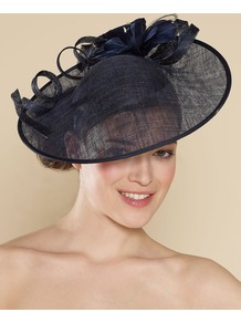 Large Sin Disc With Feather Flower - predominant colour: black; occasions: evening, occasion; type of pattern: standard; style: fascinator; size: large; material: macrame/raffia/straw; pattern: plain; trends: sculptural frills