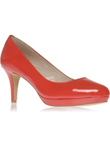 Desti - predominant colour: true red; occasions: evening, work, occasion; material: leather; heel height: mid; heel: platform; toe: round toe; style: courts; finish: patent; pattern: plain