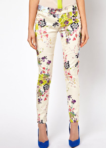 Skinny Jeans In Summer Bloom Print - style: skinny leg; pocket detail: traditional 5 pocket; waist: mid/regular rise; predominant colour: ivory; occasions: casual; length: ankle length; fibres: cotton - stretch; texture group: denim; trends: high impact florals; pattern type: fabric; pattern size: big & light; pattern: florals