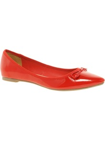 Live Pointed Ballet Flats - predominant colour: true red; occasions: casual, evening, work, holiday; material: leather; heel height: flat; toe: pointed toe; style: ballerinas / pumps; finish: patent; pattern: plain; embellishment: bow