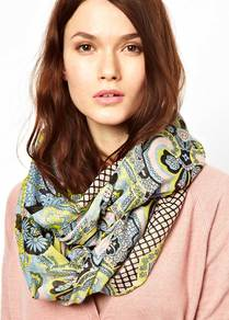Gisella Snood - occasions: casual, evening, work, occasion; predominant colour: multicoloured; type of pattern: heavy; style: snood; size: standard; material: fabric; pattern: paisley, patterned/print; trends: statement prints