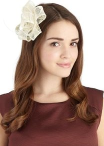 Faux Feather Lace Bow Clip - predominant colour: ivory; occasions: evening, occasion; type of pattern: light; style: fascinator; size: small; material: lace; embellishment: feather, corsage; trends: sculptural frills; pattern: patterned/print