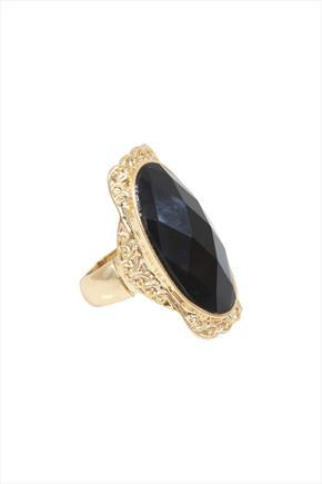 Black Stone Strech Cocktail Ring With Gold Frame - predominant colour: gold; secondary colour: black; occasions: evening, occasion; style: cocktail; size: large/oversized; material: chain/metal; finish: metallic; embellishment: jewels/stone; season: a/w 2015; trends: romantic goth