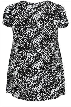 Black And White Short Sleeve Printed Hanky Hem Top - secondary colour: white; predominant colour: black; occasions: casual; length: standard; style: top; fit: body skimming; neckline: crew; sleeve length: short sleeve; sleeve style: standard; pattern type: fabric; pattern size: standard; pattern: patterned/print; texture group: jersey - stretchy/drapey; season: a/w 2015; wardrobe: highlight