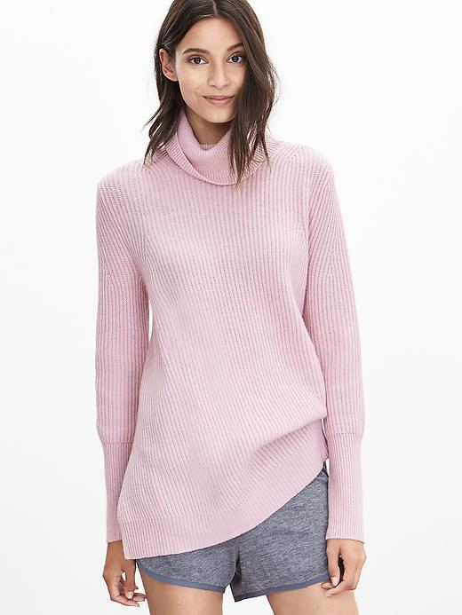 Todd & Duncan Cashmere Long Turtleneck Cherry Blossom Pink - pattern: plain; length: below the bottom; neckline: roll neck; predominant colour: pink; occasions: casual, creative work; style: top; fit: loose; fibres: cashmere - 100%; sleeve length: long sleeve; sleeve style: standard; texture group: knits/crochet; pattern type: knitted - fine stitch; season: a/w 2015; wardrobe: highlight