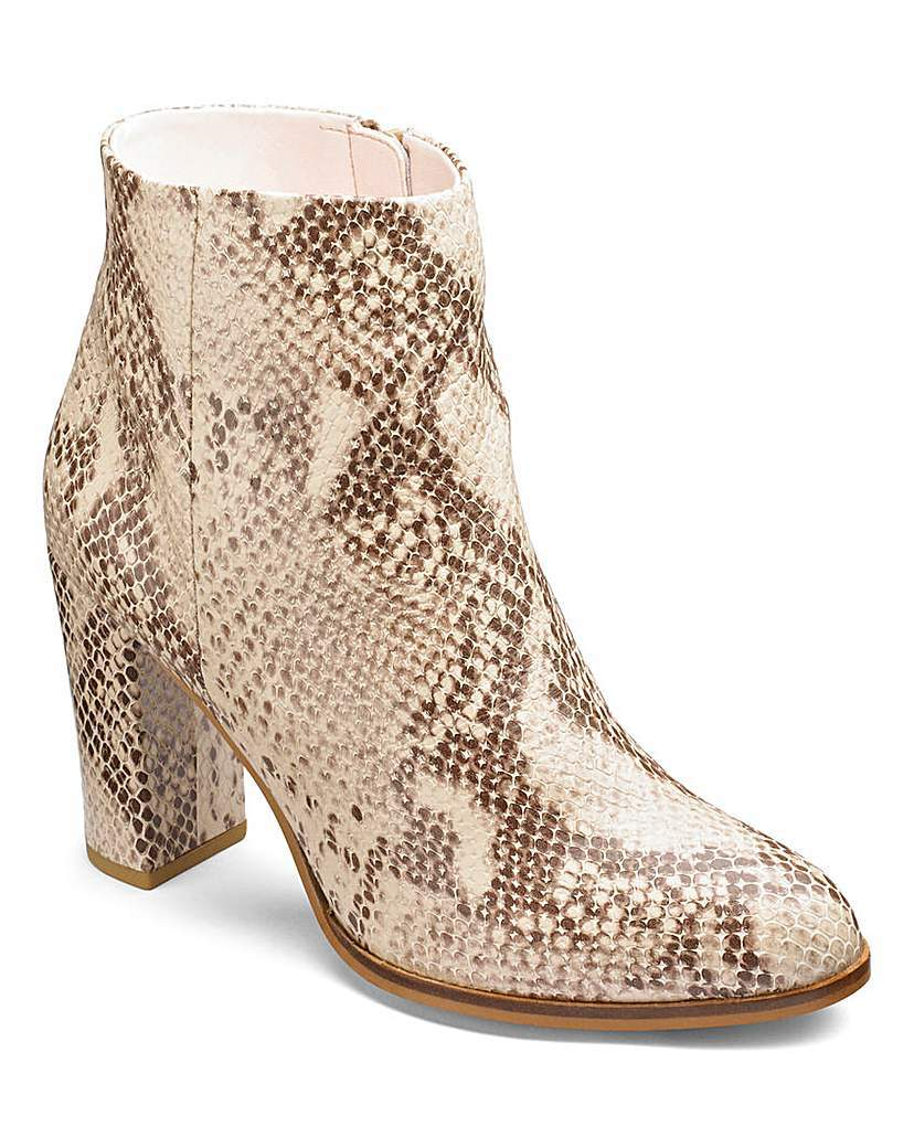 Sole Diva Ankle Boots E Fit - predominant colour: camel; occasions: casual, creative work; material: faux leather; heel height: high; heel: block; toe: round toe; boot length: ankle boot; style: standard; finish: plain; pattern: plain; season: a/w 2015; wardrobe: highlight
