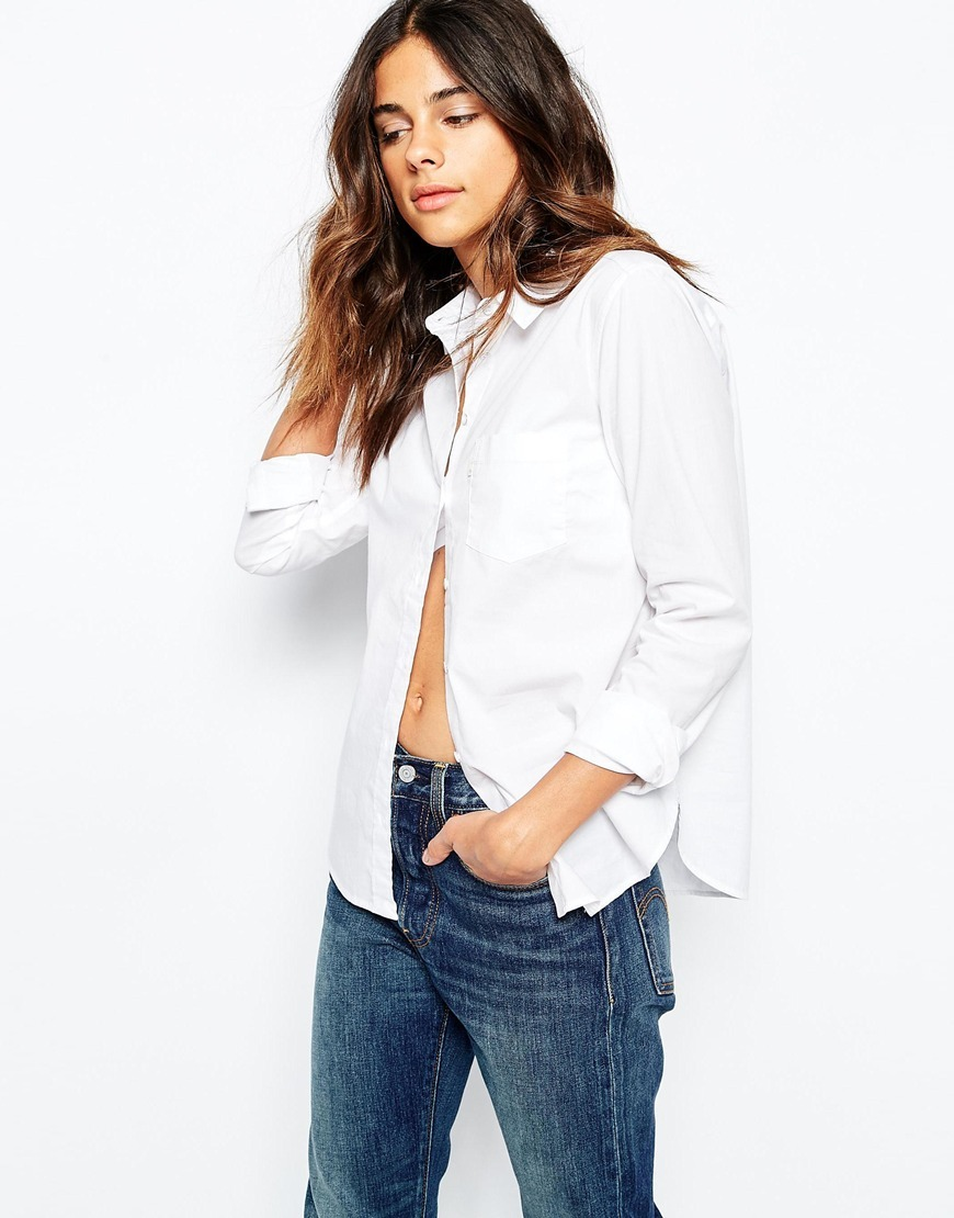 Levis Modern Shirt In Relaxed Fit White - neckline: shirt collar/peter pan/zip with opening; pattern: plain; style: shirt; predominant colour: white; occasions: casual; length: standard; fit: straight cut; sleeve length: long sleeve; sleeve style: standard; texture group: cotton feel fabrics; pattern type: fabric; season: a/w 2015; wardrobe: basic