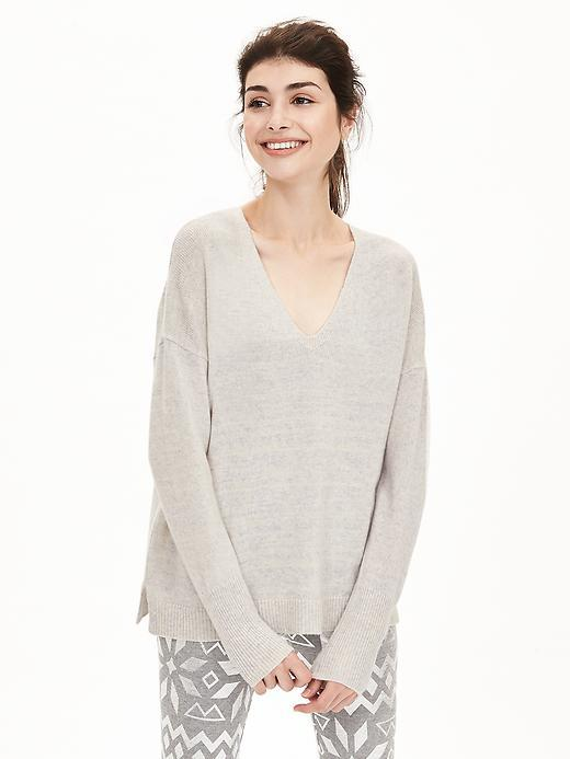 Todd & Duncan Cashmere Vee Pullover Gray - neckline: v-neck; pattern: plain; length: below the bottom; style: standard; predominant colour: ivory/cream; occasions: casual, creative work; fit: loose; fibres: cashmere - 100%; sleeve length: long sleeve; sleeve style: standard; texture group: knits/crochet; pattern type: knitted - fine stitch; season: a/w 2015; wardrobe: investment