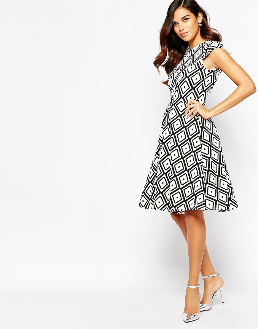 Closet Wide Pleat Dress In Diamond Print Black/Ivory - sleeve style: capped; secondary colour: white; predominant colour: black; occasions: evening; length: on the knee; fit: fitted at waist & bust; style: fit & flare; fibres: polyester/polyamide - stretch; neckline: crew; sleeve length: short sleeve; pattern type: fabric; pattern: patterned/print; texture group: jersey - stretchy/drapey; multicoloured: multicoloured; season: a/w 2015