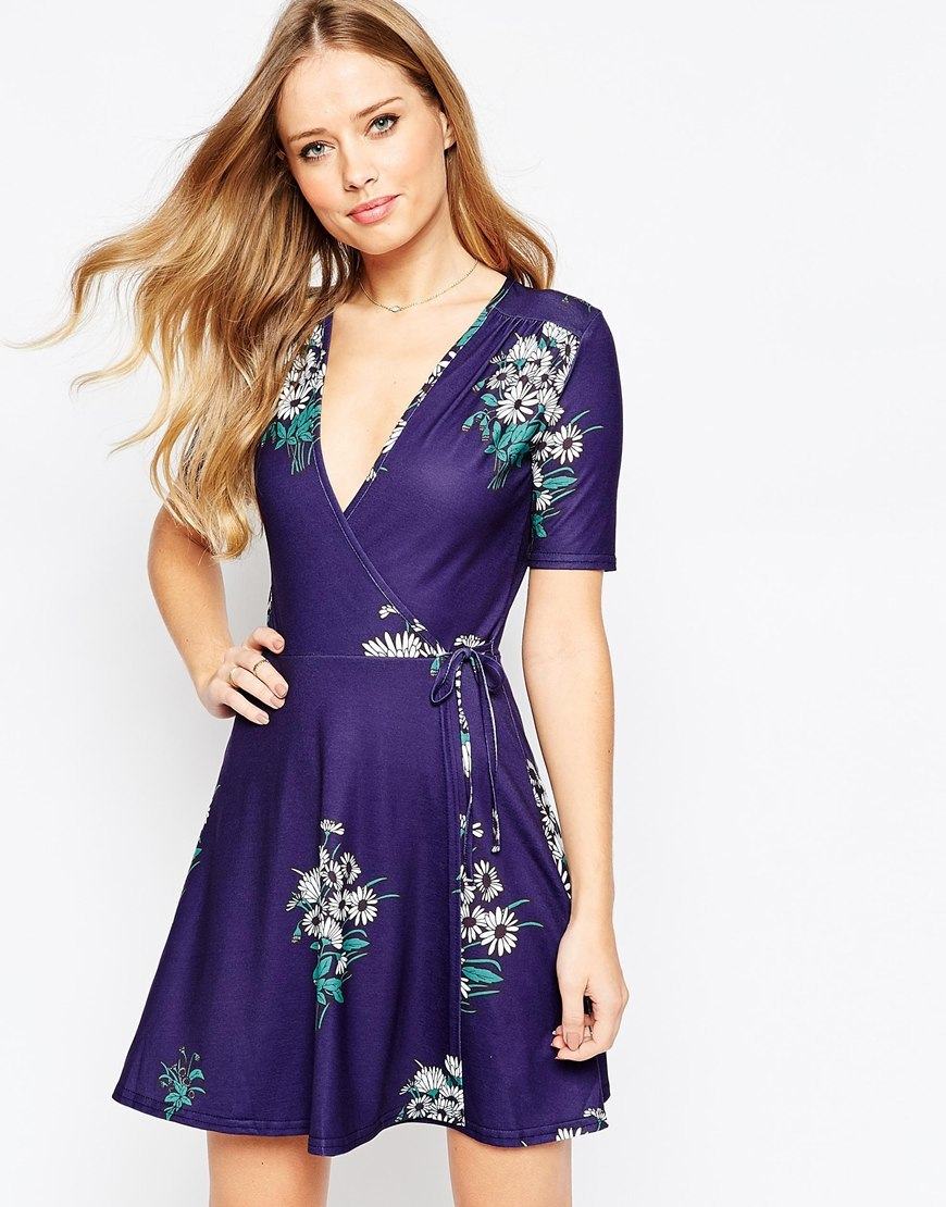 Tea Dress With Wrap Front In Floral Print Navy - style: faux wrap/wrap; length: mid thigh; neckline: low v-neck; waist detail: belted waist/tie at waist/drawstring; secondary colour: ivory/cream; predominant colour: navy; occasions: evening; fit: body skimming; fibres: viscose/rayon - 100%; sleeve length: short sleeve; sleeve style: standard; pattern type: fabric; pattern: florals; texture group: jersey - stretchy/drapey; multicoloured: multicoloured; season: a/w 2015; wardrobe: event