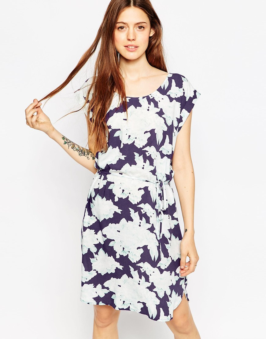 Hawaii Print Shift Dress 686 Patriot Blue - style: shift; neckline: round neck; sleeve style: capped; waist detail: belted waist/tie at waist/drawstring; secondary colour: white; predominant colour: navy; occasions: casual; length: just above the knee; fit: body skimming; fibres: viscose/rayon - 100%; back detail: keyhole/peephole detail at back; sleeve length: short sleeve; pattern type: fabric; pattern: florals; texture group: woven light midweight; multicoloured: multicoloured; season: a/w 2015; wardrobe: highlight
