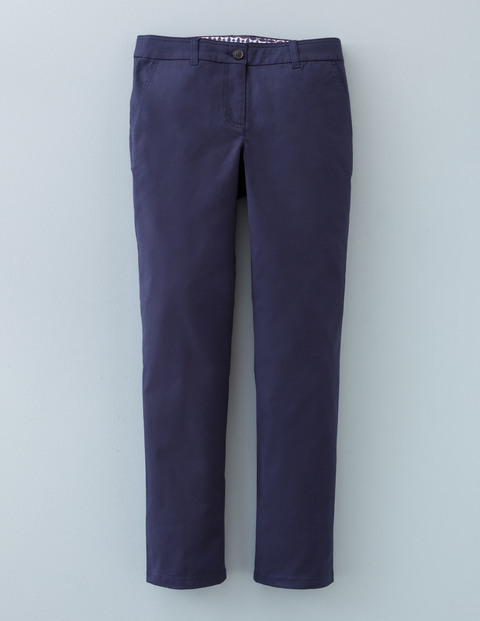 7/8 Chino Navy Women, Navy - pattern: plain; waist: mid/regular rise; predominant colour: navy; occasions: casual; length: ankle length; fibres: cotton - stretch; waist detail: feature waist detail; fit: slim leg; pattern type: fabric; texture group: woven light midweight; style: standard; season: a/w 2015; wardrobe: basic