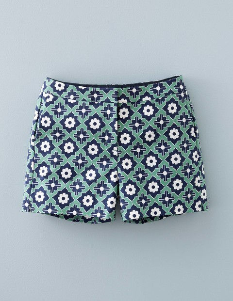 Richmond Shorts Green Print Women, Green Print - waist: mid/regular rise; secondary colour: navy; predominant colour: pistachio; occasions: casual; fibres: cotton - stretch; texture group: cotton feel fabrics; pattern type: fabric; pattern: patterned/print; pattern size: light/subtle (bottom); season: s/s 2016; style: shorts; length: short shorts; fit: slim leg