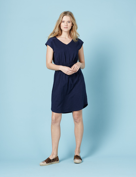 Mya Jersey Dress Navy Women, Navy - style: shift; neckline: v-neck; pattern: plain; predominant colour: navy; occasions: casual; length: just above the knee; fit: body skimming; fibres: cotton - 100%; sleeve length: short sleeve; sleeve style: standard; pattern type: fabric; texture group: jersey - stretchy/drapey; season: s/s 2016; wardrobe: basic