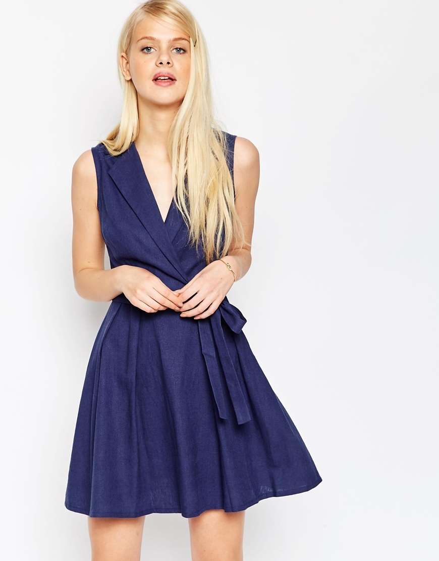 Sleeveless Linen Mini Shirt Dress With Belt Navy - style: faux wrap/wrap; length: mid thigh; neckline: v-neck; pattern: plain; sleeve style: sleeveless; waist detail: belted waist/tie at waist/drawstring; predominant colour: navy; occasions: casual; fit: body skimming; fibres: linen - 100%; sleeve length: sleeveless; texture group: linen; pattern type: fabric; season: s/s 2016