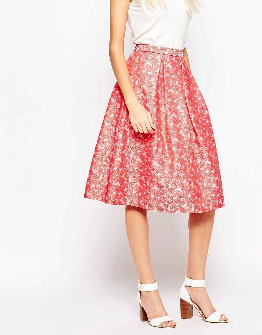 Falling Flowers Prom Skirt In Daisy Jacquard Red - length: below the knee; style: full/prom skirt; fit: loose/voluminous; waist: mid/regular rise; secondary colour: white; predominant colour: pink; occasions: evening; fibres: polyester/polyamide - mix; pattern type: fabric; pattern: patterned/print; texture group: brocade/jacquard; multicoloured: multicoloured; season: s/s 2016; wardrobe: event