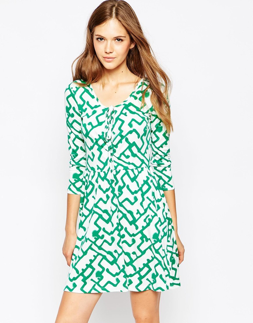 Downtown Grid Flared Dress Southern Glades Mlti - style: shift; length: mid thigh; neckline: round neck; predominant colour: white; secondary colour: emerald green; occasions: casual; fit: body skimming; fibres: polyester/polyamide - 100%; sleeve length: 3/4 length; sleeve style: standard; pattern type: fabric; pattern: patterned/print; texture group: jersey - stretchy/drapey; multicoloured: multicoloured; season: s/s 2016
