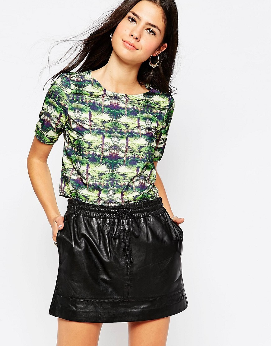 Box Crop Top In Palm Print Palm Tree - neckline: round neck; style: t-shirt; predominant colour: dark green; occasions: casual, creative work; length: standard; fibres: polyester/polyamide - 100%; fit: body skimming; sleeve length: short sleeve; sleeve style: standard; pattern type: fabric; pattern: florals; texture group: other - light to midweight; pattern size: big & busy (top); multicoloured: multicoloured; season: s/s 2016; wardrobe: highlight