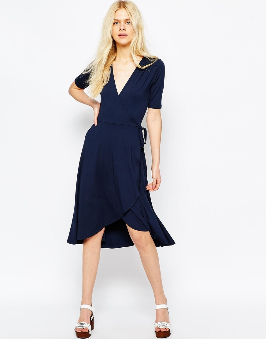 Midi Tea Dress With Wrap Front Navy - style: faux wrap/wrap; neckline: plunge; pattern: plain; waist detail: belted waist/tie at waist/drawstring; predominant colour: navy; length: just above the knee; fit: body skimming; fibres: viscose/rayon - stretch; sleeve length: short sleeve; sleeve style: standard; pattern type: fabric; texture group: jersey - stretchy/drapey; occasions: creative work; season: s/s 2016; wardrobe: investment