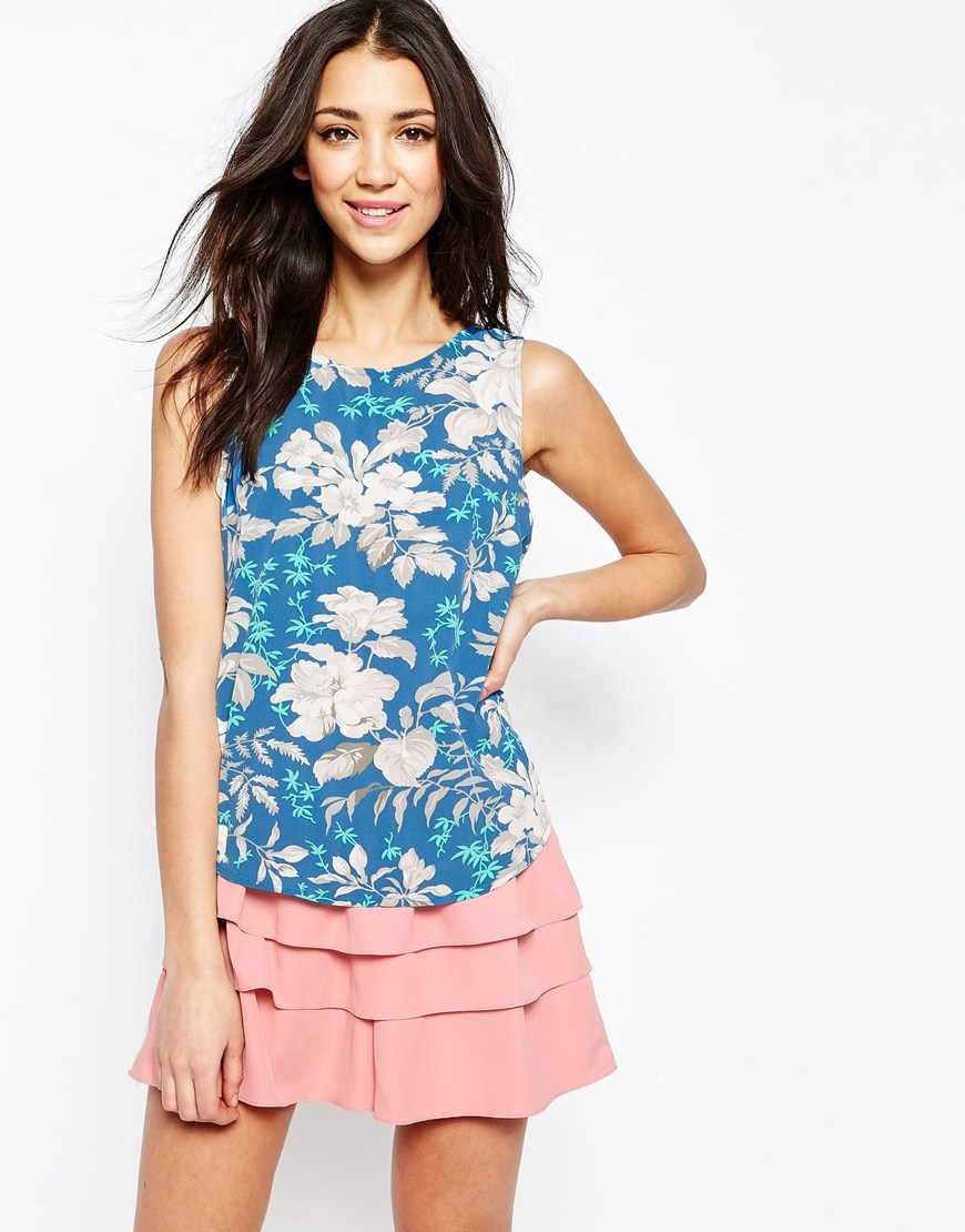 Shell Top In Hawaiian Floral Print Blue - neckline: round neck; sleeve style: sleeveless; predominant colour: diva blue; occasions: casual, holiday; length: standard; style: top; fibres: polyester/polyamide - 100%; fit: body skimming; sleeve length: sleeveless; pattern type: fabric; pattern: florals; texture group: other - light to midweight; pattern size: big & busy (top); multicoloured: multicoloured; season: s/s 2016; wardrobe: highlight