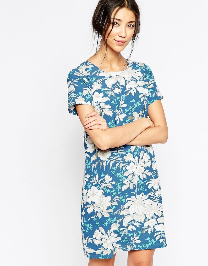 Shift Dress In Hawaiian Floral Print Blue - style: shift; secondary colour: white; predominant colour: diva blue; occasions: casual; length: just above the knee; fit: body skimming; fibres: polyester/polyamide - 100%; neckline: crew; sleeve length: short sleeve; sleeve style: standard; pattern type: fabric; pattern: florals; texture group: other - light to midweight; multicoloured: multicoloured; season: s/s 2016