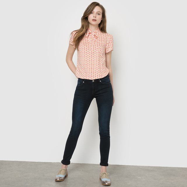 Skinny Jeans Regular Waist - style: skinny leg; length: standard; pattern: plain; pocket detail: traditional 5 pocket; waist: mid/regular rise; predominant colour: black; occasions: casual; fibres: cotton - mix; texture group: denim; pattern type: fabric; season: s/s 2016; wardrobe: basic