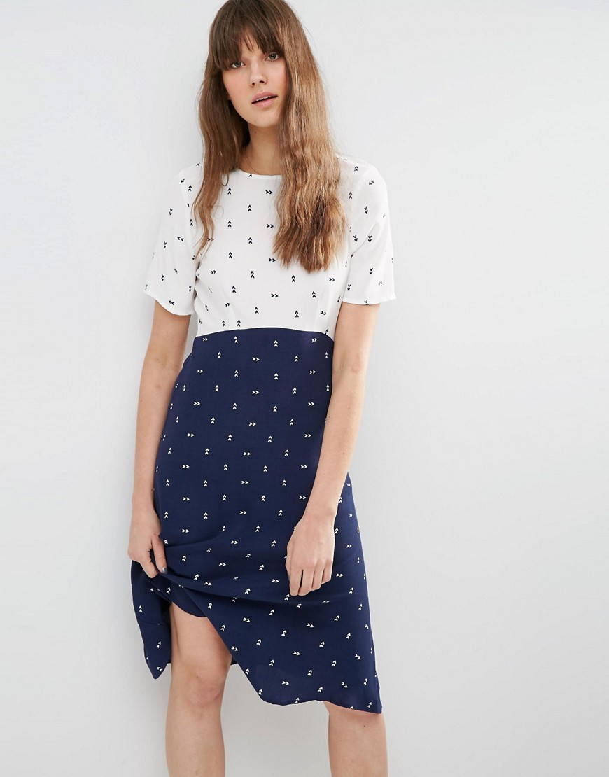 Mix And Match Dress In Arrow Print Navy/Ivory - style: shift; secondary colour: white; predominant colour: navy; occasions: casual, creative work; length: on the knee; fit: body skimming; fibres: viscose/rayon - 100%; neckline: crew; sleeve length: short sleeve; sleeve style: standard; pattern type: fabric; pattern: patterned/print; texture group: jersey - stretchy/drapey; season: s/s 2016; wardrobe: highlight