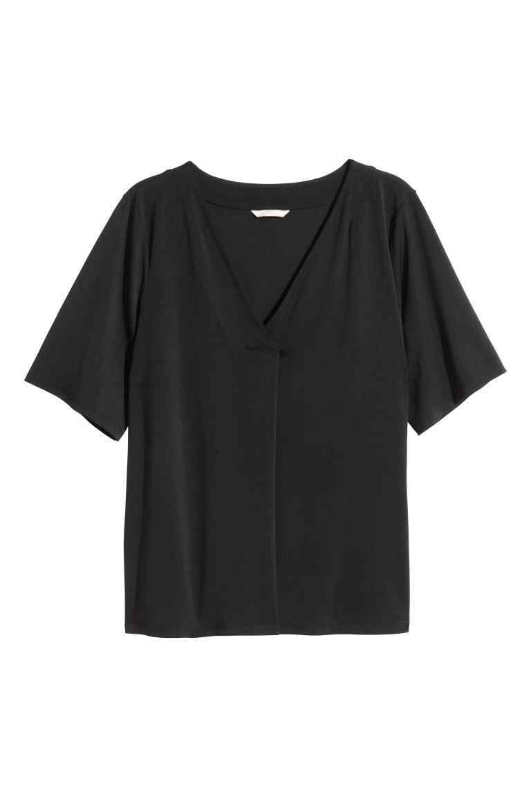+ Top - neckline: v-neck; pattern: plain; style: t-shirt; predominant colour: black; occasions: casual; length: standard; fibres: polyester/polyamide - stretch; fit: body skimming; sleeve length: short sleeve; sleeve style: standard; pattern type: fabric; texture group: jersey - stretchy/drapey; season: s/s 2016