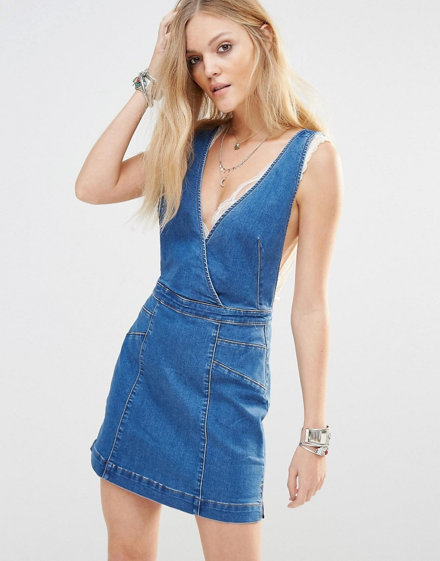 Denim Mini Pinafore Dress Denim Blue 4415 - length: mini; neckline: low v-neck; fit: fitted at waist; pattern: plain; sleeve style: sleeveless; style: dungaree dress/pinafore; predominant colour: denim; occasions: casual; fibres: cotton - mix; sleeve length: sleeveless; texture group: denim; pattern type: fabric; season: s/s 2016; wardrobe: highlight