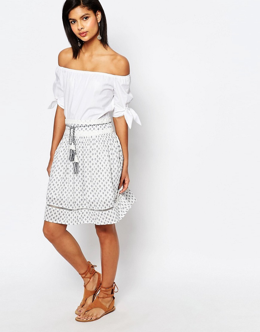 Ava Tile Peasant Skirt Daisy White - fit: loose/voluminous; waist: high rise; waist detail: belted waist/tie at waist/drawstring; predominant colour: white; secondary colour: denim; occasions: casual; length: just above the knee; style: a-line; fibres: cotton - 100%; texture group: cotton feel fabrics; pattern type: fabric; pattern: patterned/print; pattern size: standard (bottom); season: s/s 2016; wardrobe: highlight