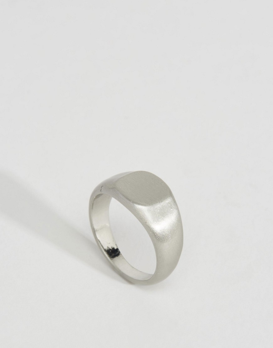 Bamio Signet Ring Silver - predominant colour: silver; occasions: casual; style: signet; size: standard; material: chain/metal; finish: metallic; season: s/s 2016; wardrobe: basic
