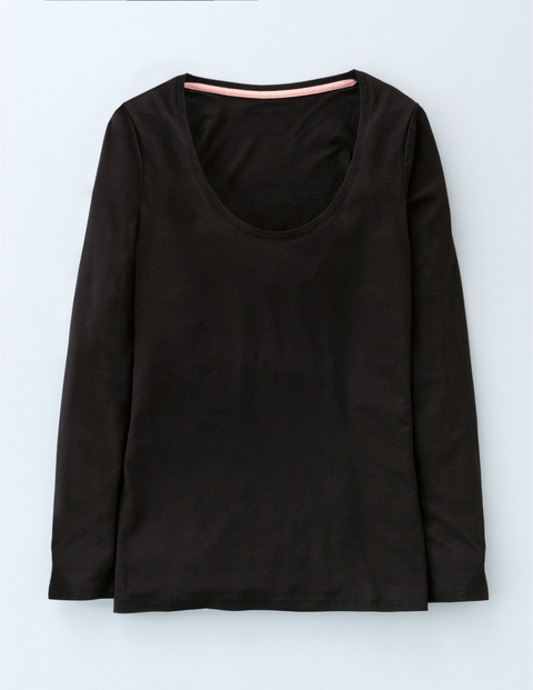 Supersoft Scoop Tee Black Women, Black - pattern: plain; predominant colour: black; occasions: casual; length: standard; style: top; neckline: scoop; fibres: cotton - stretch; fit: body skimming; sleeve length: long sleeve; sleeve style: standard; pattern type: fabric; texture group: jersey - stretchy/drapey; season: s/s 2016; wardrobe: basic