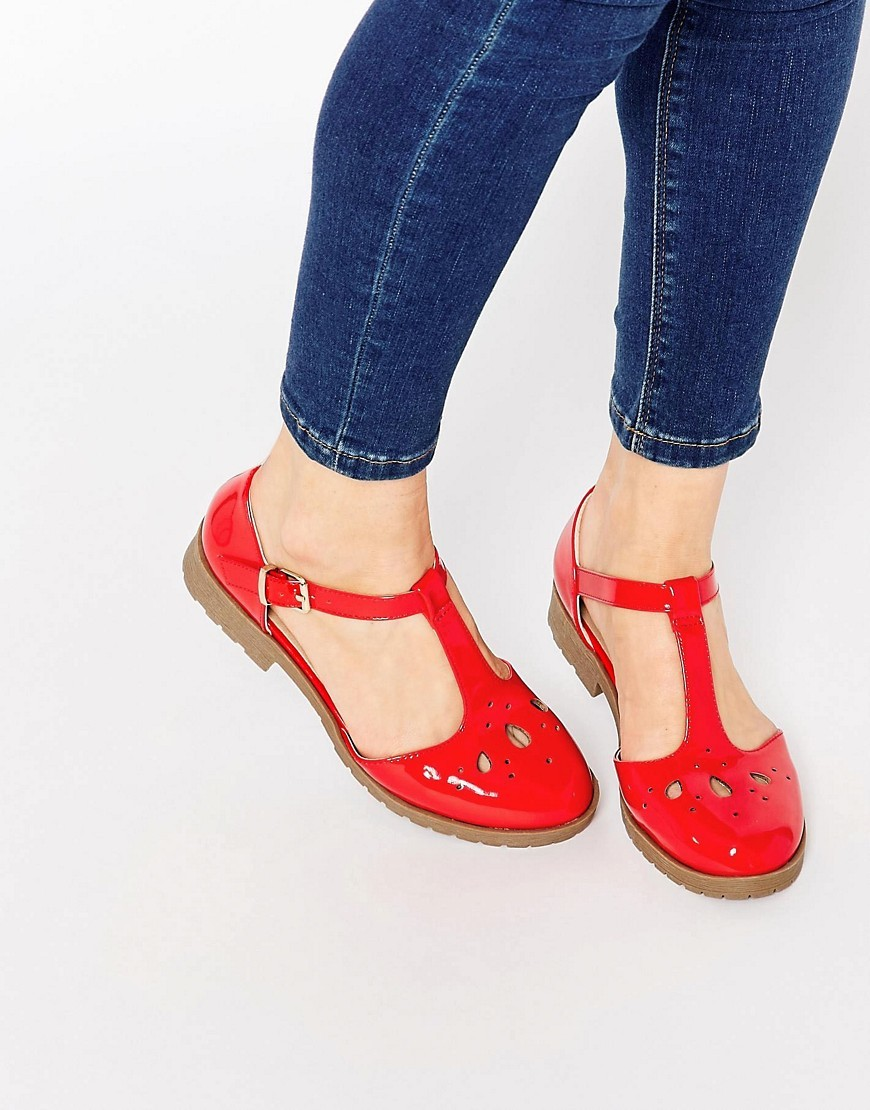 Maison Flat Shoes Hot Tomato Patent - predominant colour: true red; occasions: casual, creative work; material: faux leather; heel height: flat; toe: round toe; style: ballerinas / pumps; finish: patent; pattern: plain; season: s/s 2016