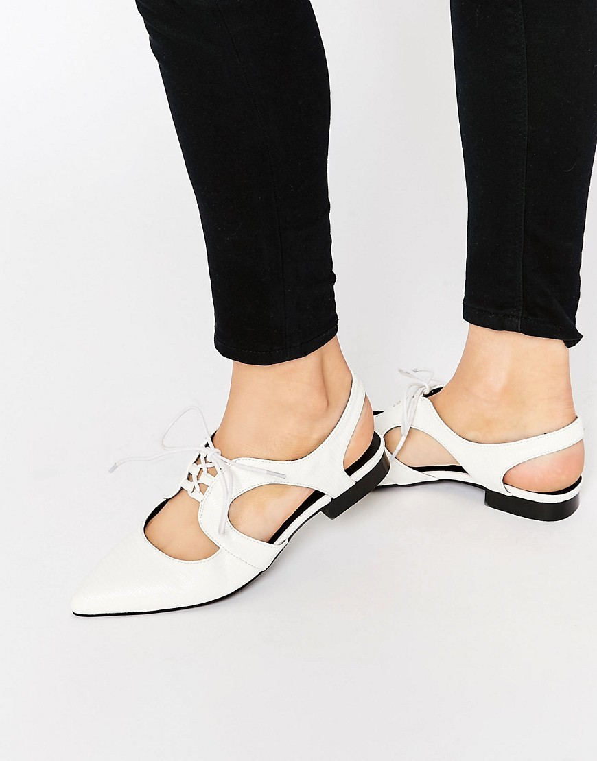Minnesota Lace Up Flat Shoes White - predominant colour: white; occasions: casual, creative work; material: faux leather; heel height: flat; toe: pointed toe; style: ballerinas / pumps; finish: plain; pattern: plain; season: s/s 2016; wardrobe: basic