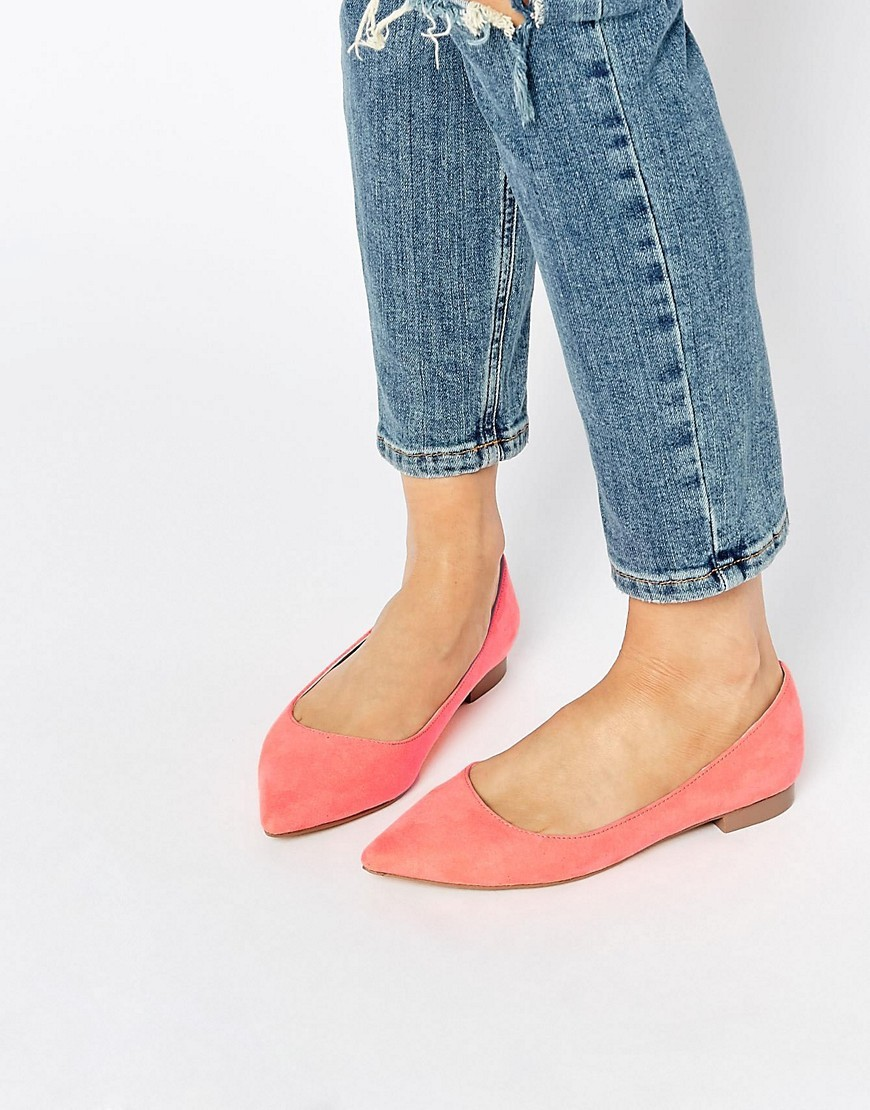 Lost Pointed Ballet Flats Coral - predominant colour: coral; occasions: casual, creative work; heel height: flat; toe: pointed toe; style: ballerinas / pumps; finish: plain; pattern: plain; material: faux suede; season: s/s 2016; wardrobe: highlight