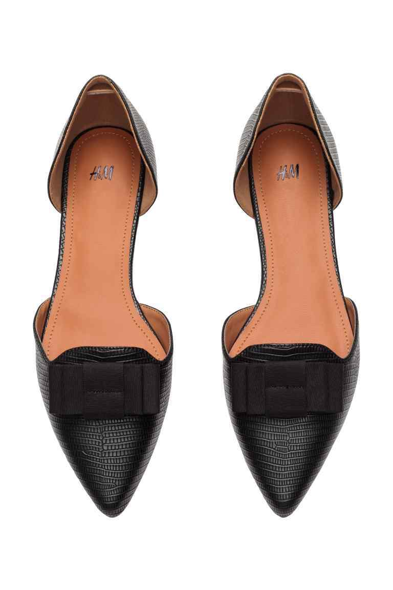 Pointed Flats With A Bow - predominant colour: black; occasions: casual, work, creative work; material: leather; heel height: flat; toe: pointed toe; style: loafers; finish: plain; pattern: plain; season: s/s 2016