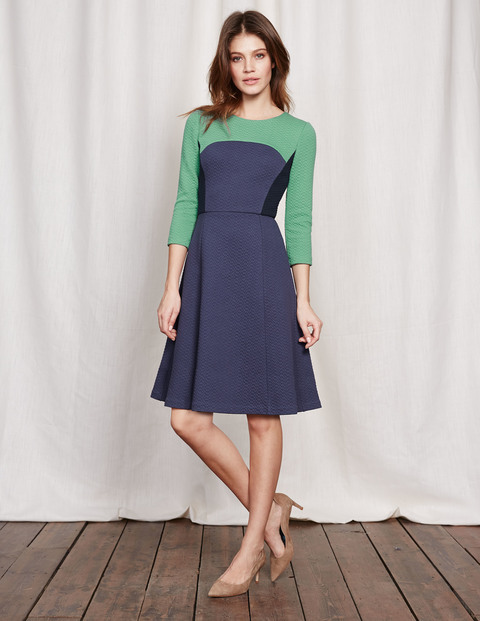 Curve & Flare Dress Csarite/Navy/Blue Women, Csarite/Navy/Blue - predominant colour: navy; secondary colour: emerald green; occasions: evening; length: on the knee; fit: fitted at waist & bust; style: fit & flare; fibres: polyester/polyamide - stretch; neckline: crew; sleeve length: 3/4 length; sleeve style: standard; pattern type: fabric; pattern: colourblock; texture group: other - light to midweight; season: s/s 2016; wardrobe: event