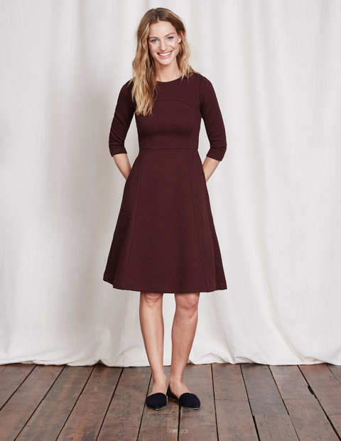 Curve & Flare Dress Dark Burgundy Women, Dark Burgundy - pattern: plain; waist detail: fitted waist; predominant colour: burgundy; occasions: casual, creative work; length: just above the knee; fit: fitted at waist & bust; style: fit & flare; fibres: polyester/polyamide - stretch; neckline: crew; hip detail: subtle/flattering hip detail; sleeve length: 3/4 length; sleeve style: standard; pattern type: fabric; texture group: other - light to midweight; season: s/s 2016; wardrobe: highlight