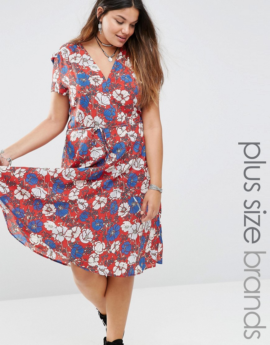 Bold Floral Print Skater Tea Dress Red - style: tea dress; neckline: v-neck; secondary colour: white; predominant colour: true red; occasions: casual; length: on the knee; fit: body skimming; fibres: polyester/polyamide - 100%; sleeve length: short sleeve; sleeve style: standard; pattern type: fabric; pattern size: big & busy; pattern: florals; texture group: other - light to midweight; multicoloured: multicoloured; season: s/s 2016; wardrobe: highlight