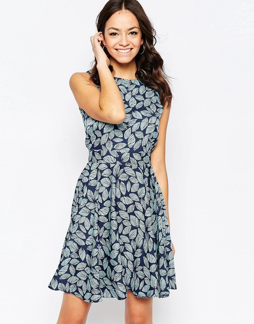 Closet Blu Skater Dress In Leaf Print Navy Blue - sleeve style: sleeveless; secondary colour: pale blue; predominant colour: navy; occasions: evening; length: just above the knee; fit: fitted at waist & bust; style: fit & flare; fibres: polyester/polyamide - 100%; neckline: crew; sleeve length: sleeveless; pattern type: fabric; pattern: florals; texture group: jersey - stretchy/drapey; multicoloured: multicoloured; season: s/s 2016; wardrobe: event