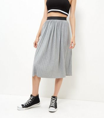 Grey Pleated Midi Skirt - length: below the knee; pattern: plain; fit: body skimming; style: pleated; waist: mid/regular rise; predominant colour: light grey; secondary colour: black; occasions: casual; fibres: polyester/polyamide - mix; pattern type: fabric; texture group: jersey - stretchy/drapey; multicoloured: multicoloured; season: s/s 2016; wardrobe: basic