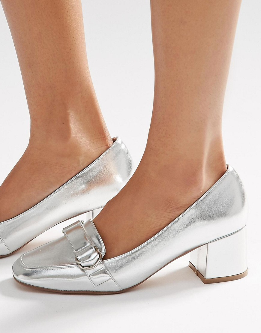On Time Square Toe Loafers Silver - predominant colour: silver; occasions: casual, creative work; material: faux leather; heel height: flat; embellishment: buckles; toe: round toe; style: loafers; finish: metallic; pattern: plain; season: s/s 2016; wardrobe: basic